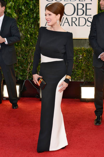 elle-golden-globes-red-carpet-arrivals-julianne-moore-xln-lgn