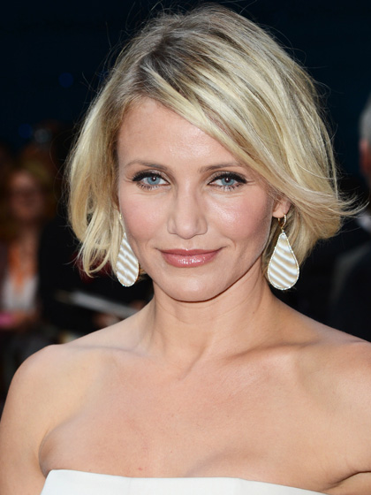 look-now-side-flip-cameron-diaz